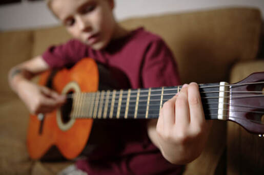 Guitar lessons at Los Angeles Music Teachers in Burbank CA