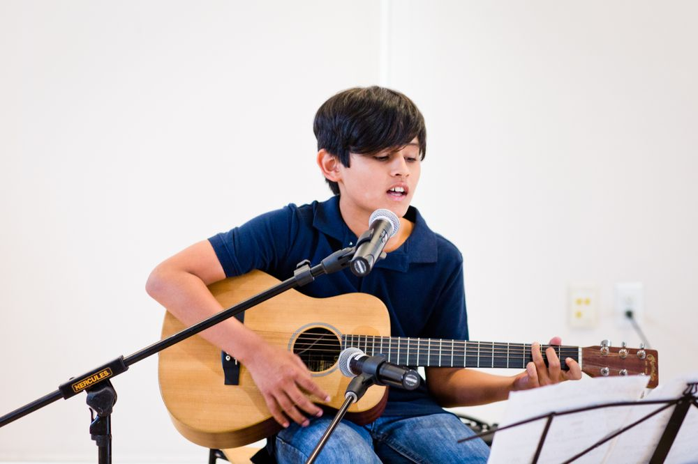 voice and guitar student at los angeles music teachers in burbank